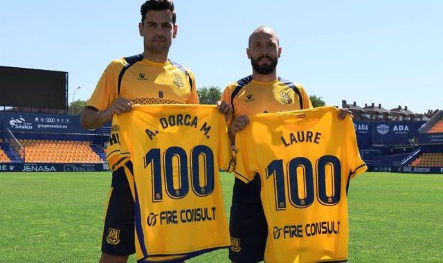 Los jugadores de la AD Alcorcón Laure y Dorka, entran a formar parte del club de los 100
