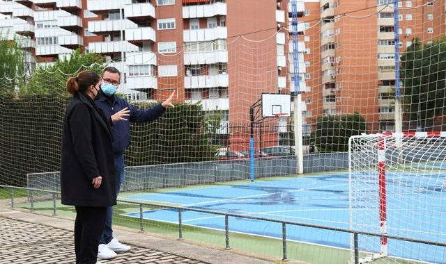 La Alcaldesa  de Mostoles, visita los polideportivos municipales  de Villafontana y Rafa Martínez,