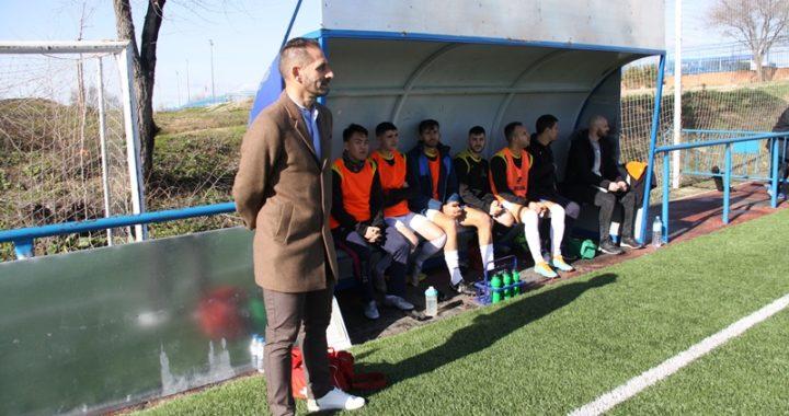 Antonio Narro Urones, entrenador de fútbol es entrevistado por el periódico deportivo Domingolm