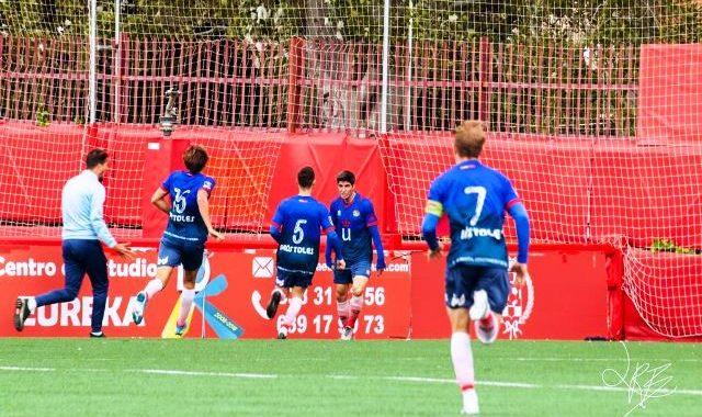 El CD Móstoles URJC muestra su buen fútbol y se lleva los tres puntos frente al Atlético de Pinto (0-1)