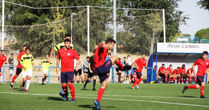 Fútbol  de color azulón. El Móstoles CF se pone en marcha